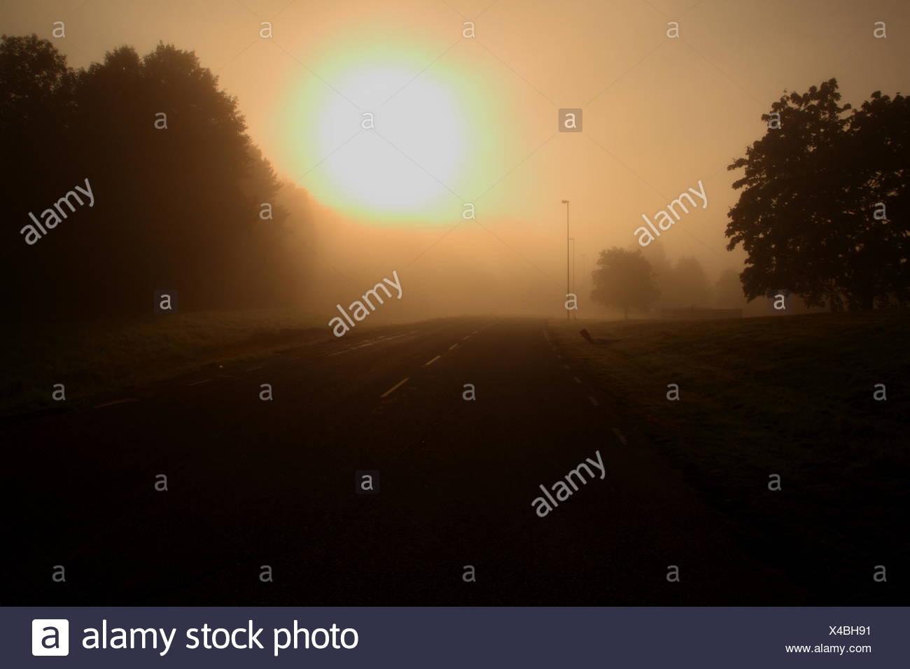 Sonnenuntergang über Straße Stockbild