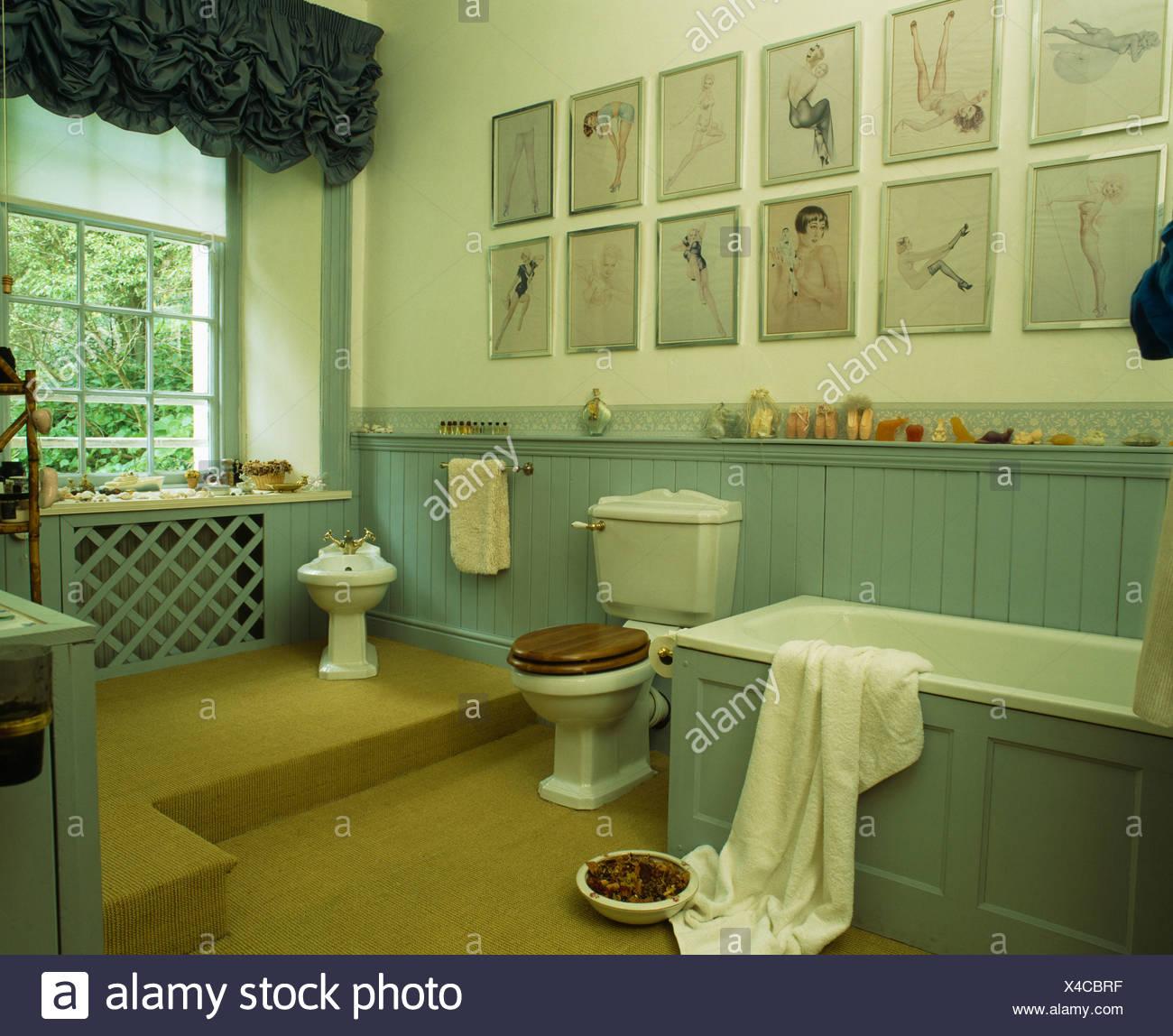 Sammlung Von Bildern Auf Wand über Bad Im Land Badezimmer Mit  Türkisfarbenen Zunge + Nut Dado