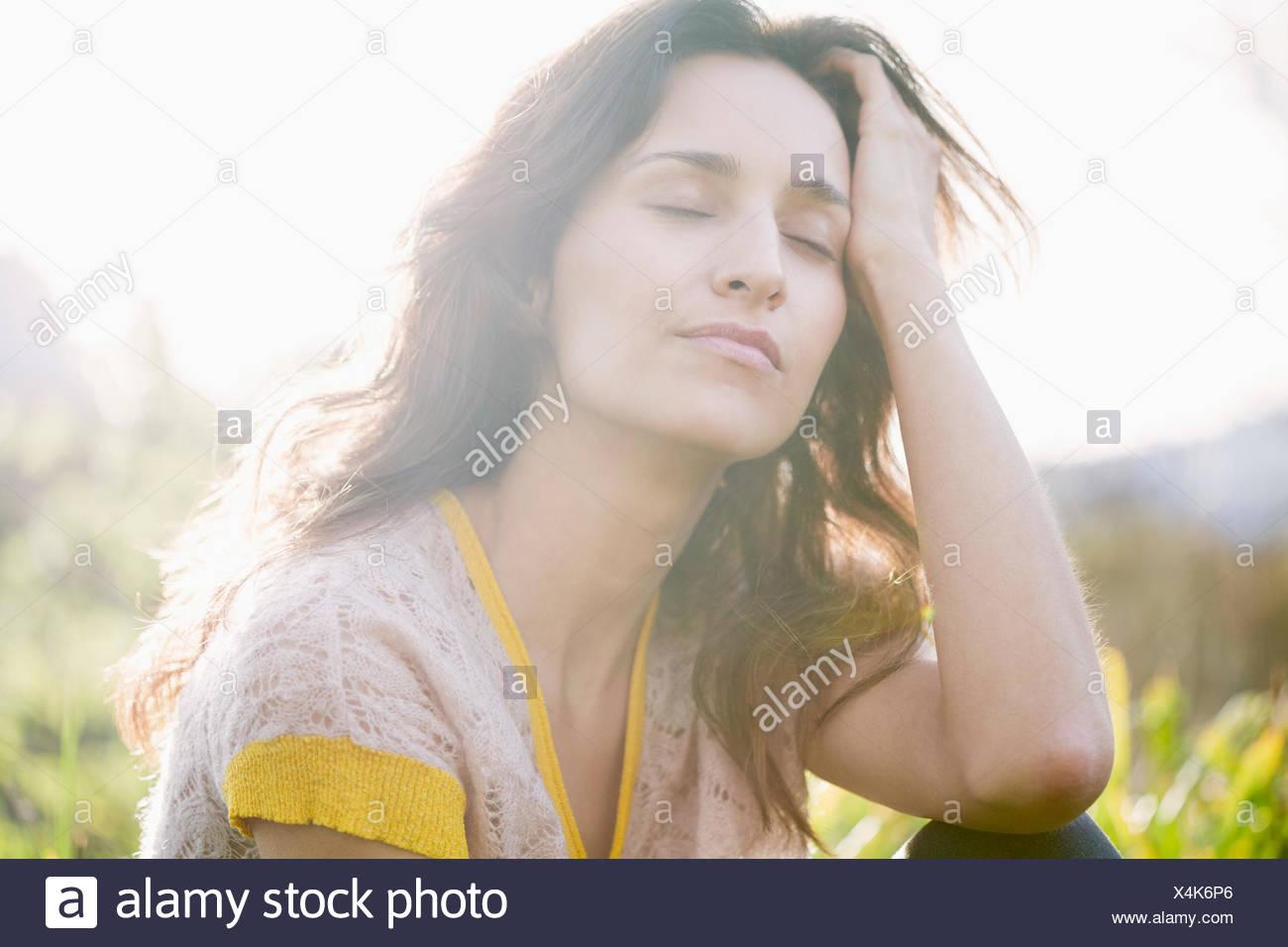 Schöne Frau Tagträumen Stockbild
