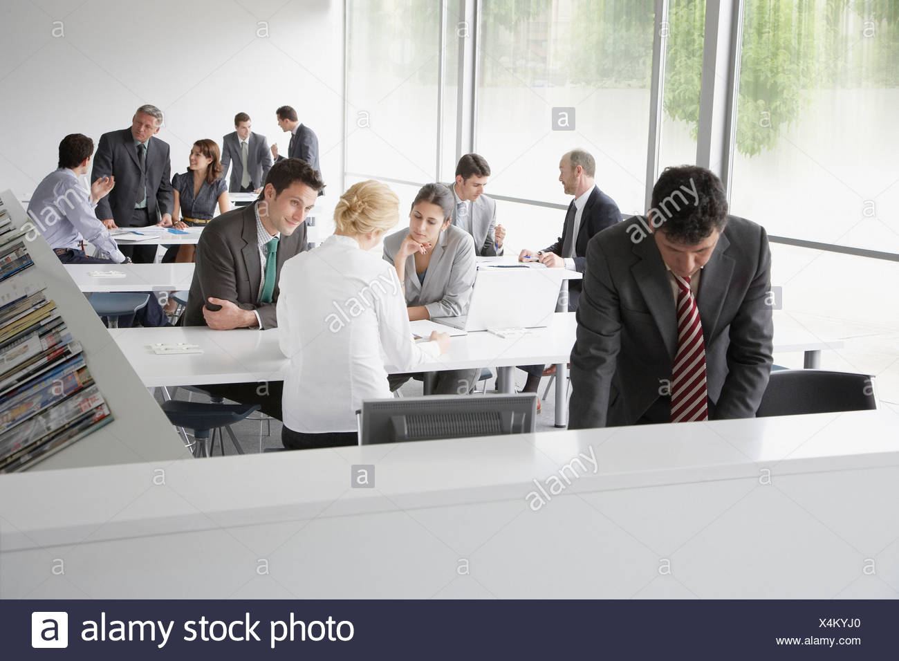 Geschäftsleute in Firmenschulungen Anlage arbeiten Stockbild