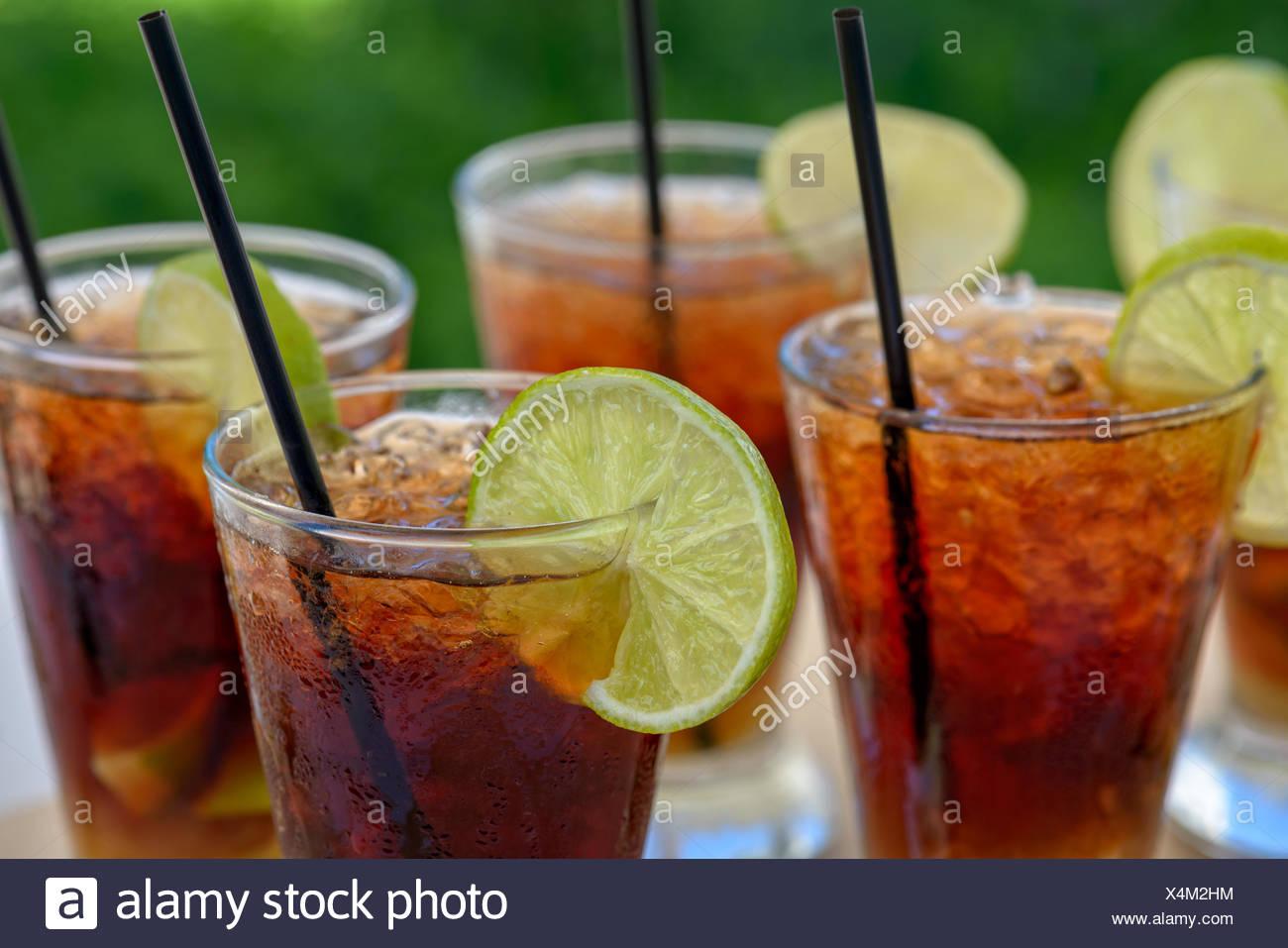 Gläser mit Rum cocktail Stockbild