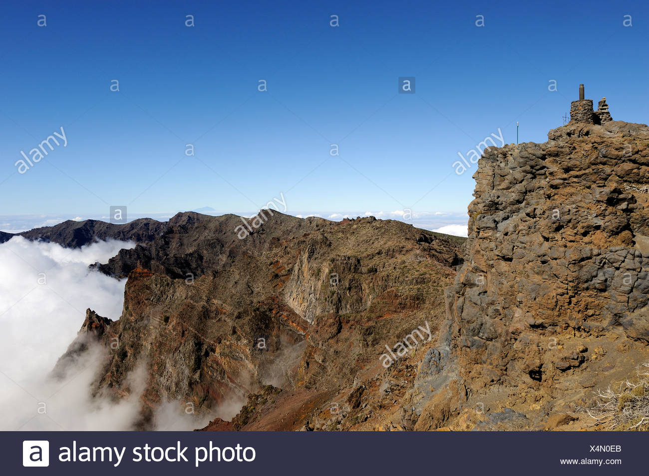 Gipfel des Pico Fuente Nueva mit einem Meer von Wolken in den Nationalpark Caldera de Taburiente, La Palma, Kanarische Inseln, Spanien Stockbild