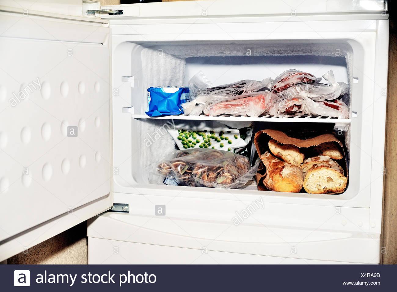 Aeg Kühlschrank Friert Ein : Gefrierfach kühlschrank stockfoto bild alamy
