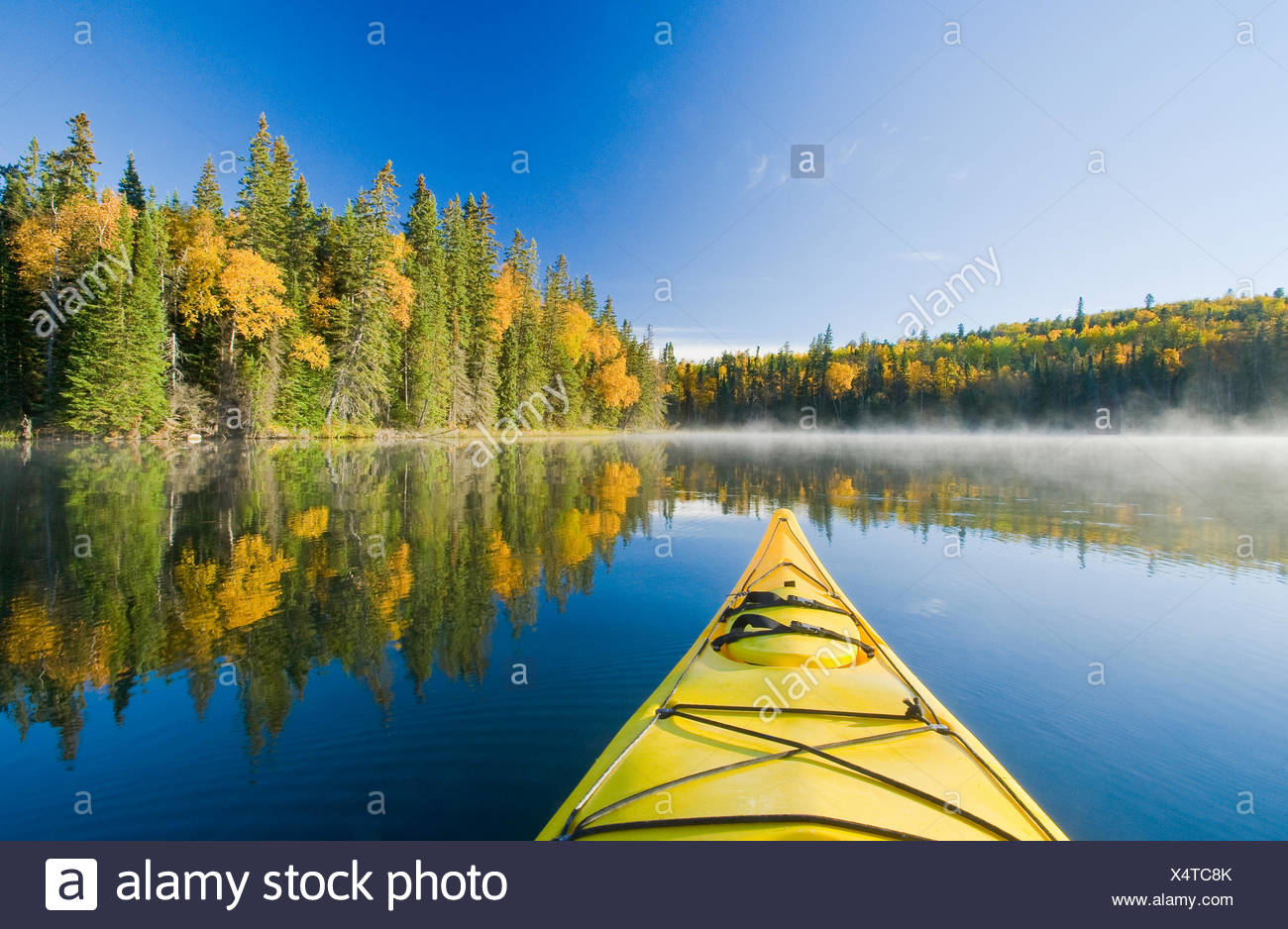Kajak, froh, See, Duck Mountain Provincial Park, Manitoba, Kanada Stockbild