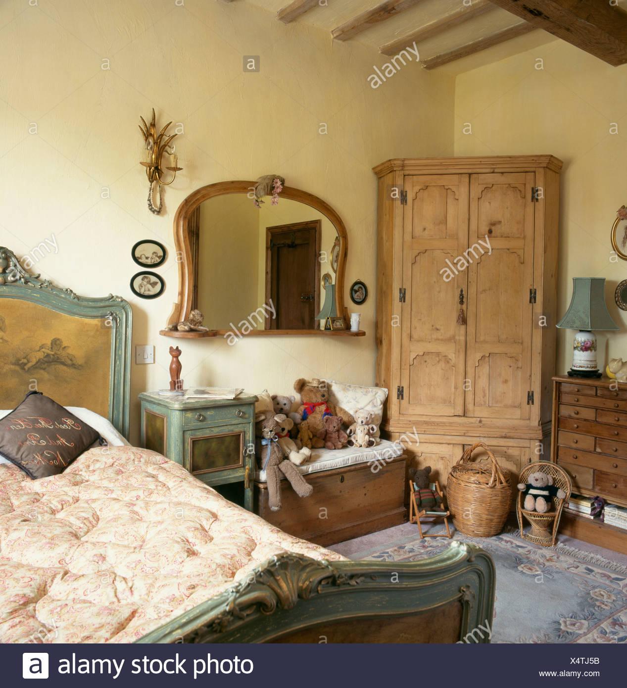 Antik Kiefer Eckschrank Schlafzimmer mit Holz Spiegel über Kiefer ...