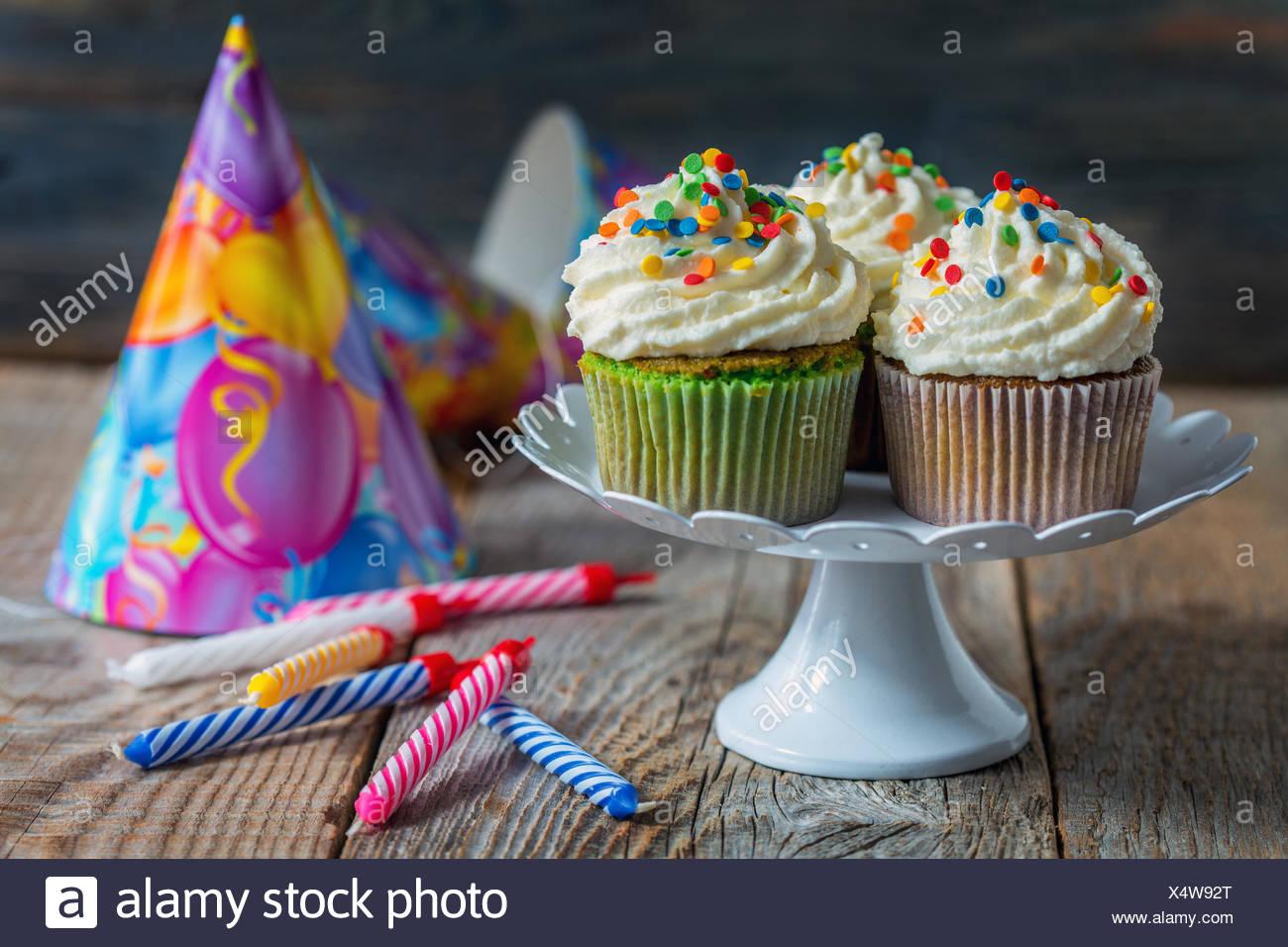 Cupcakes Kerzen Kuchen Fur Den Urlaub Stockfoto Bild 278380448
