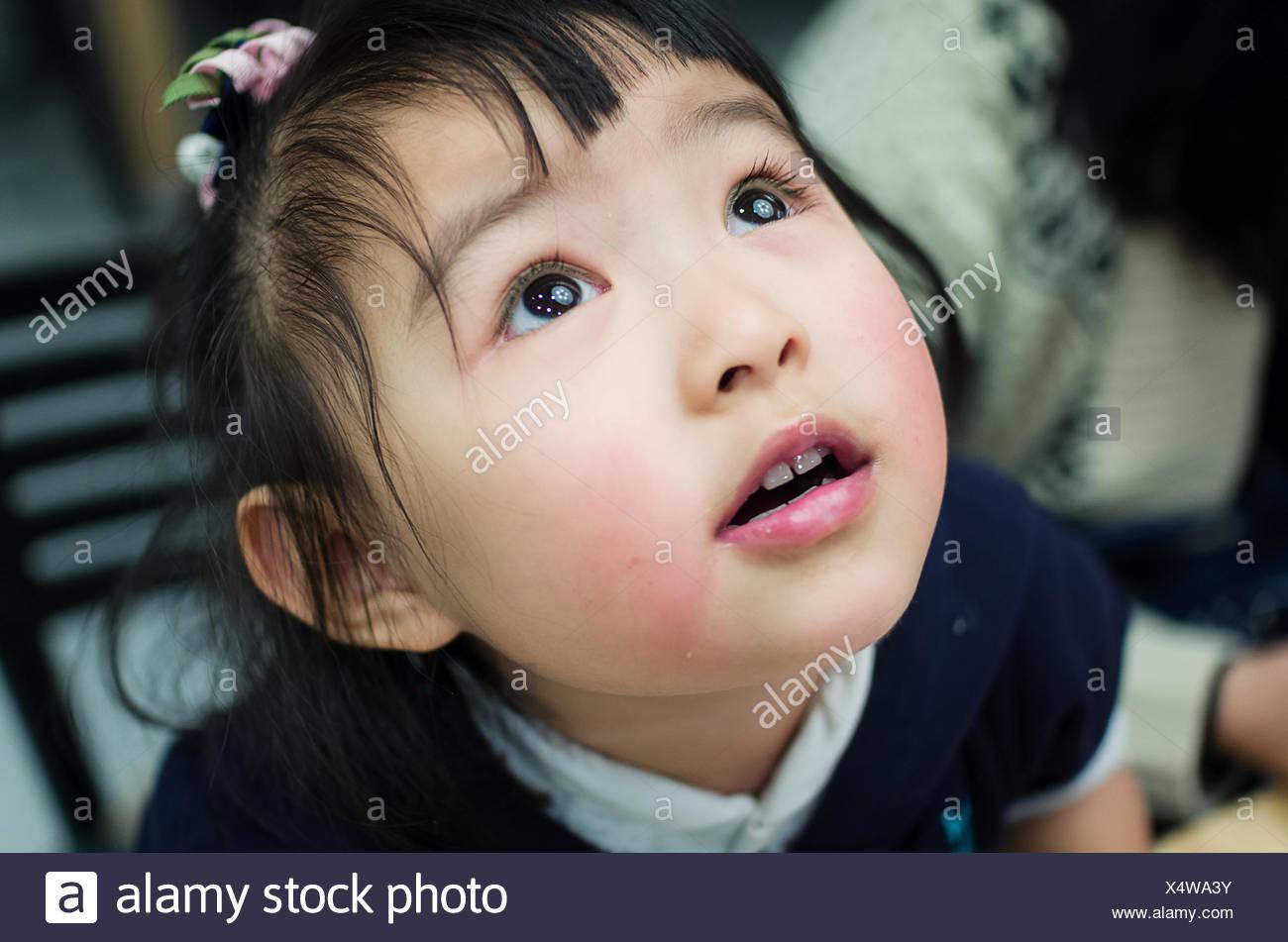 Australien, Melbourne, Headshot jungen Mädchens nachschlagen Stockbild