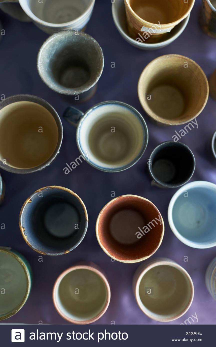 Große Gruppe von traditionellen japanischen Keramik, Draufsicht Stockbild