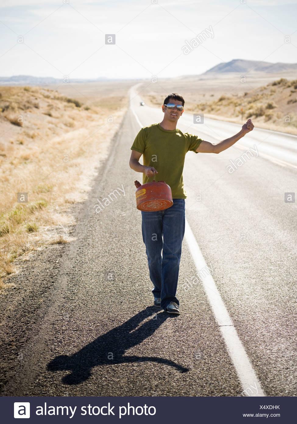 kann Man zu Fuß mit einem gas Stockbild