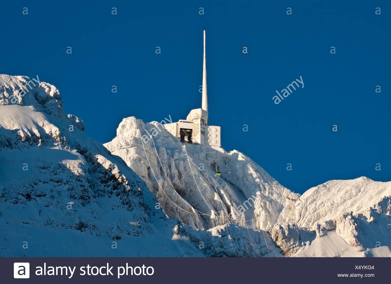 Säntis-Berg mit der Bergstation und einer Gondel im Winter, Alpsteingebirge Berge Reisen Stockbild