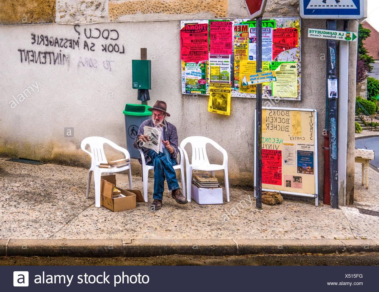 Graffitis in sehr schlecht Französisch, Thenon, Dordogne, Nouvelle-Aquitaine, Frankreich Stockbild