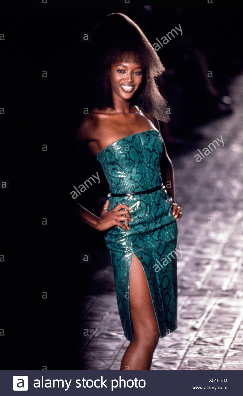 Slit Black Dress Stockfotos & Slit Black Dress Bilder - Alamy