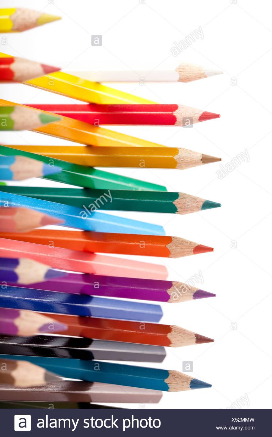 Große Gruppe von bunt Stifte mit Bauwerke Stockbild