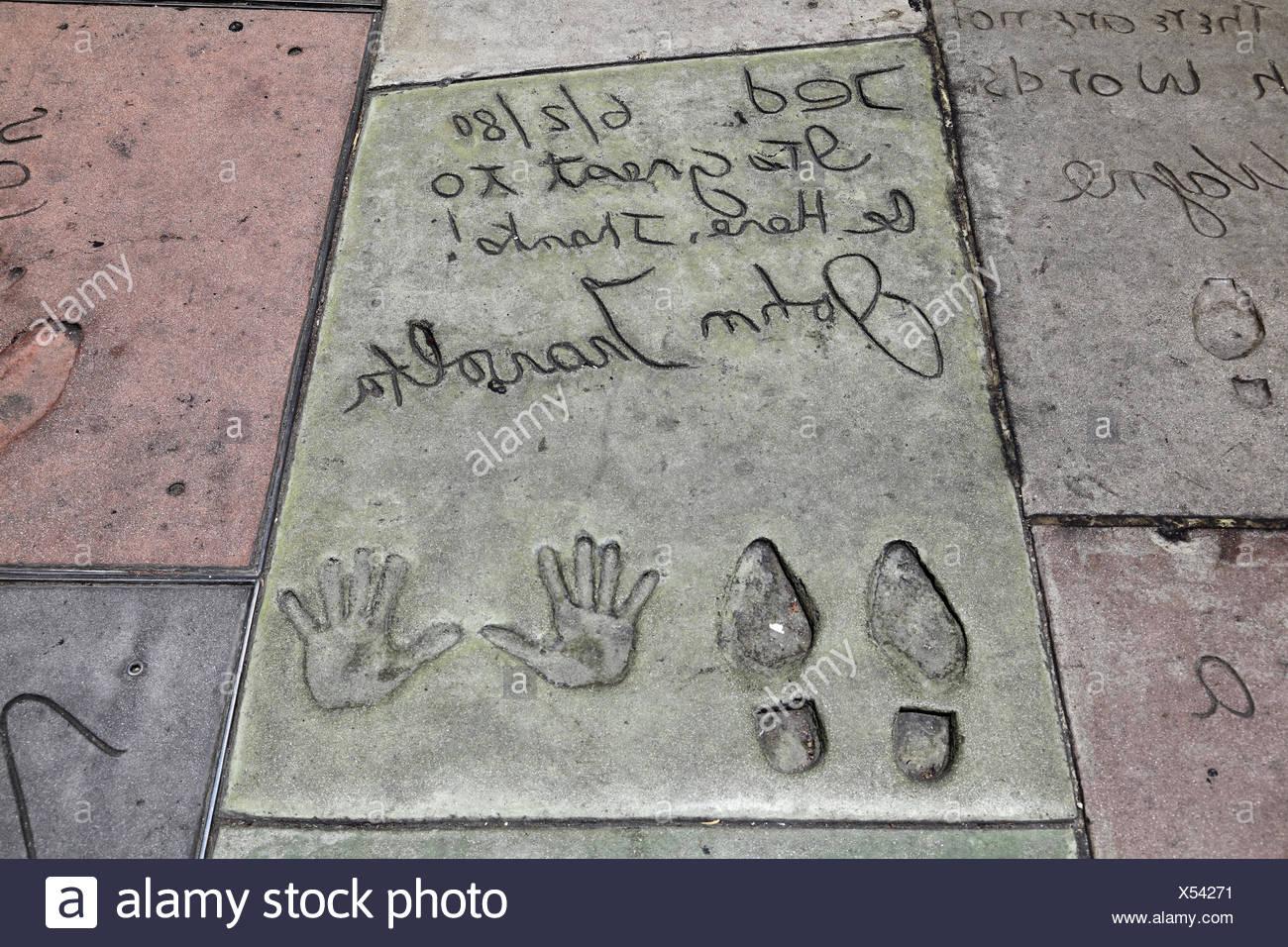 Travolta, John, * 18.2.1954, US-amerikanischer Schauspieler, Hand- und Schuh Drucke, Grauman's Chinese Theater, Hollywood Blvd., Hollywood, Los Angeles, Kalifornien, USA, Additional-Rights-Spiel-NA Stockbild