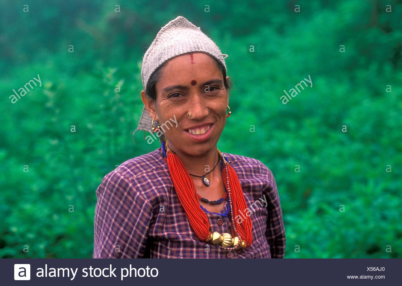 Porträt von eine freundliche junge Frau, Dodi Tal, ethnische Gruppe der Bhotia, Garhwal Himalaya, Nord-Indien, Asien Stockbild