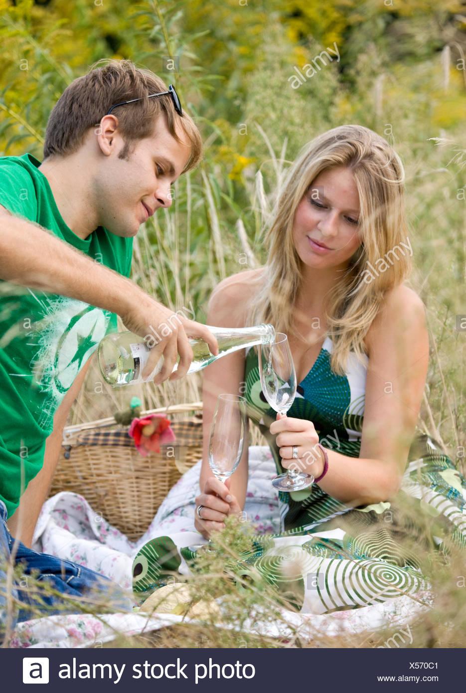 Liebe paar, Picknick Stockbild