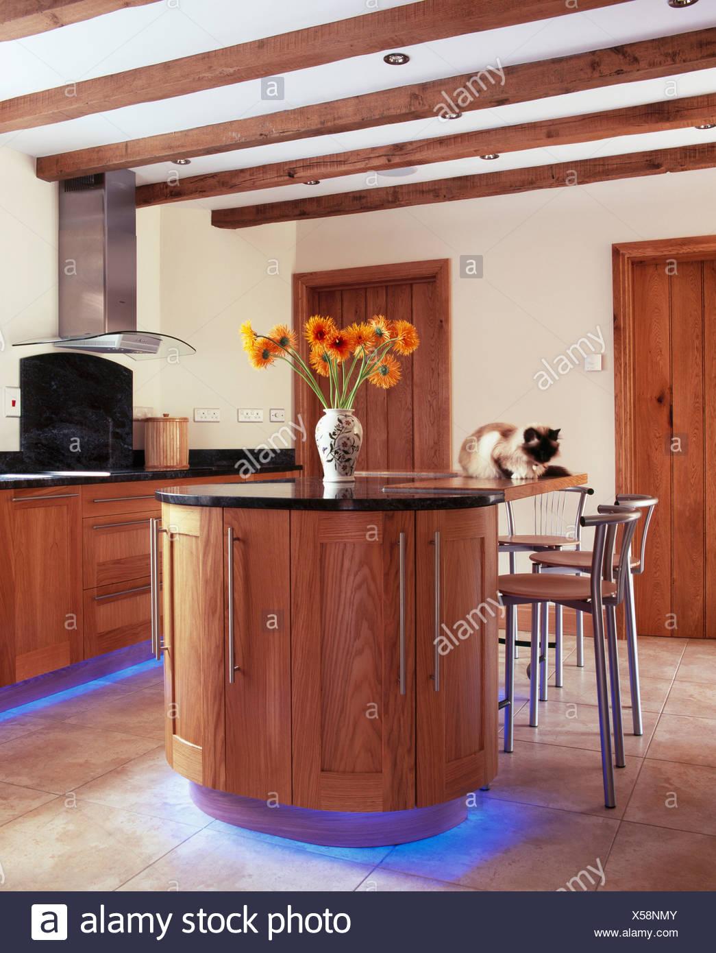 Blauen Halogen Beleuchtung Unten Einheiten In Moderne Landhauskuche