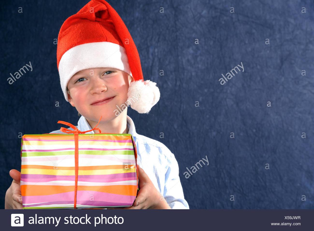 Vater Weihnachten Geschenk Nikolaus Jung Junge Kind Weihnachten Xmas Stockfotografie Alamy