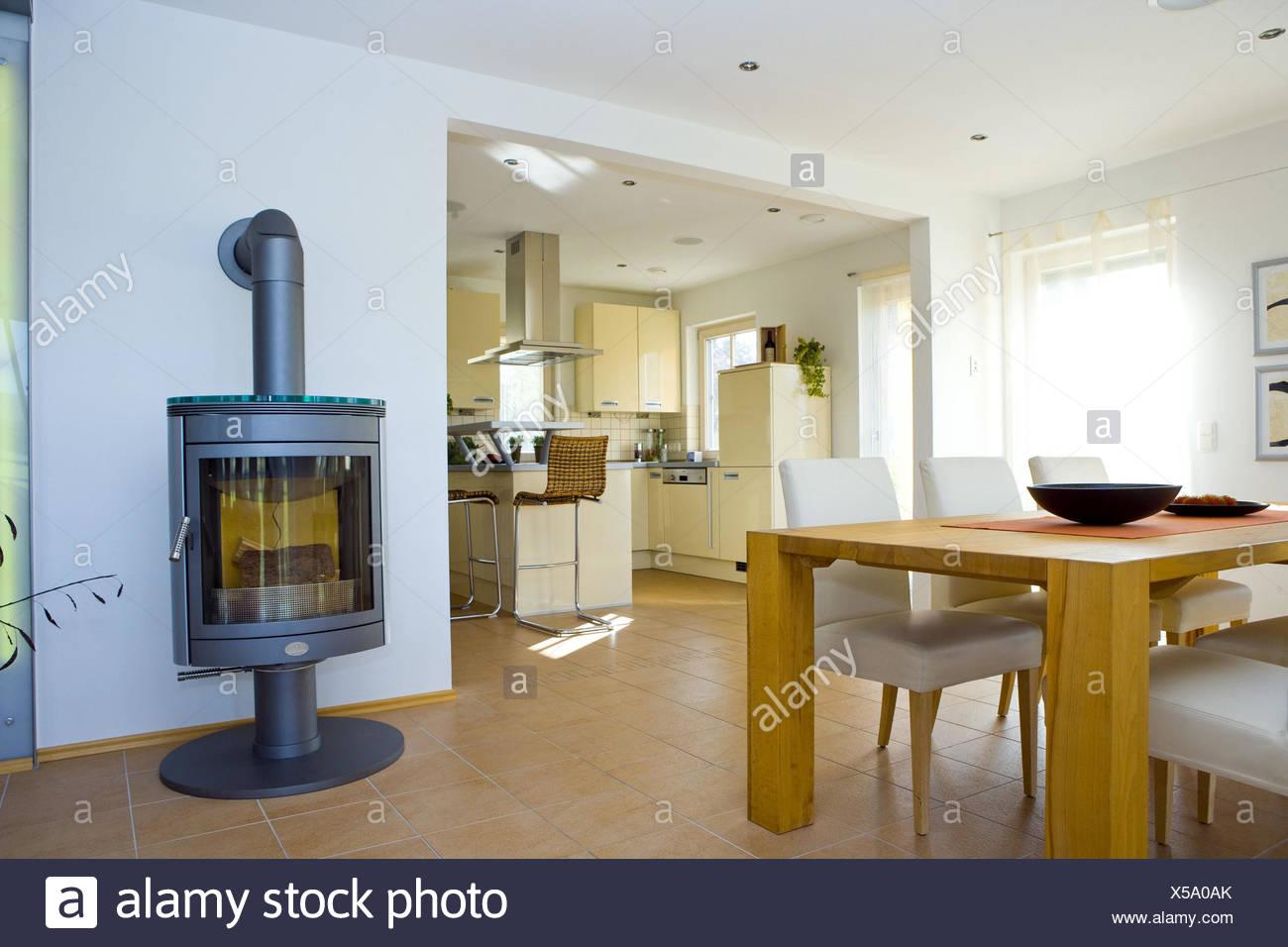 Gut bekannt Wohnzimmer, Esstisch quadratisch, Schweden Ofen Stockfoto, Bild LR84