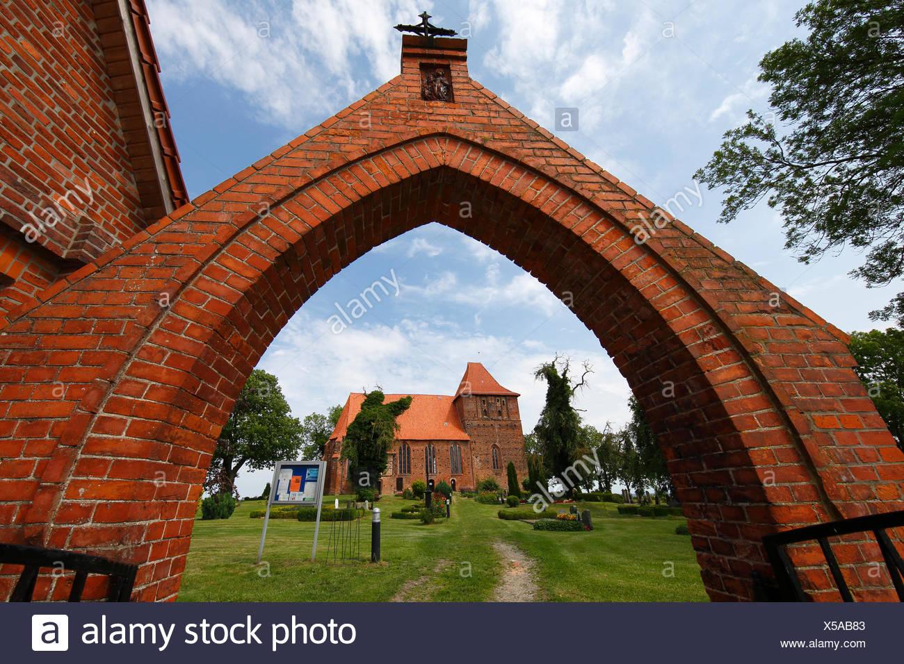 Historische Backstein-Dorfkirche Hohenkirchen aus Dem 15. Halbmonatsschrift, Nordwestmecklenburg, Mecklenburg-Vorpommern, Deutschland Stockbild