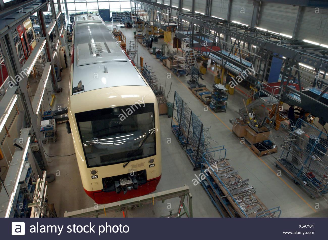 Montagehalle für Schienenfahrzeuge von Stadler, eine Tochtergesellschaft der Stadler Rail Group, Schweiz Stockbild