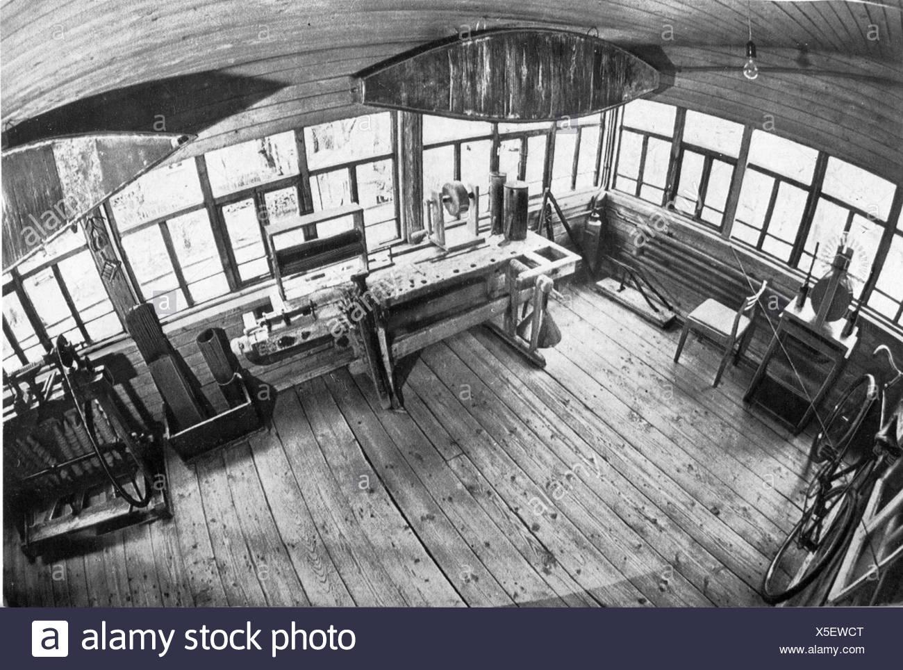 Tsiolkovskii, Konstantin Eduardovich, 17.9.1857 - 19.9.1935, russischer Physiker, Mathematikhistoriker, seine Werkstatt, Stockfoto