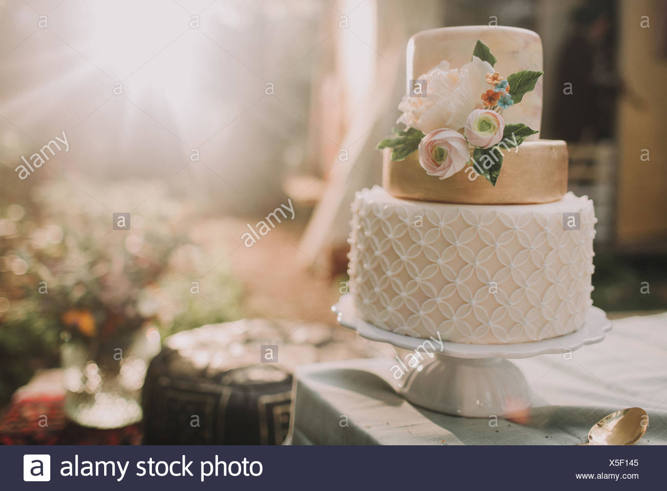 Wedding Cake On At Alternative Wedding Celebration Stockfotos
