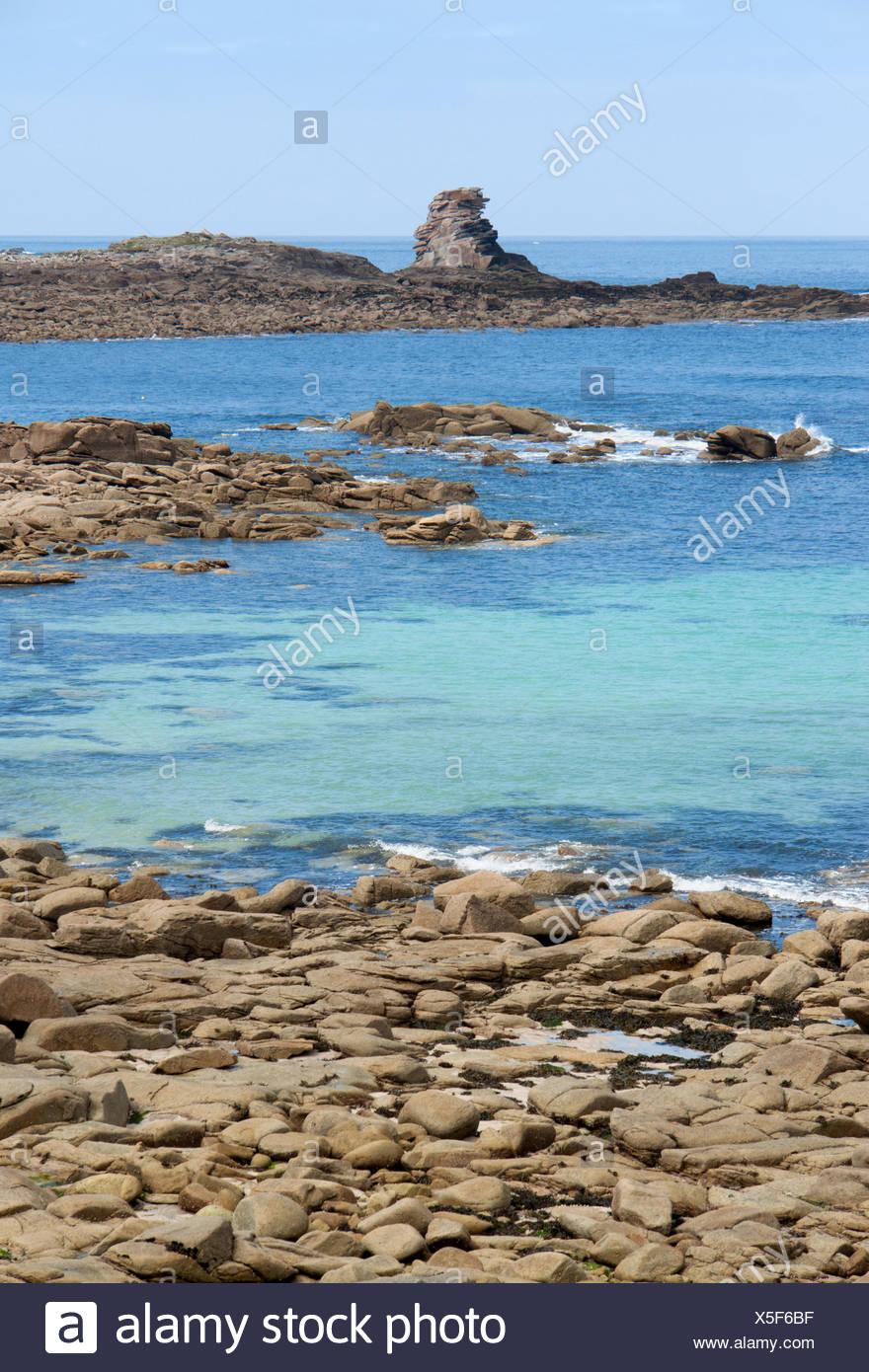 idyllische Küstenlandschaft rund um Trebeurden in Bretagne, Frankreich Stockfoto