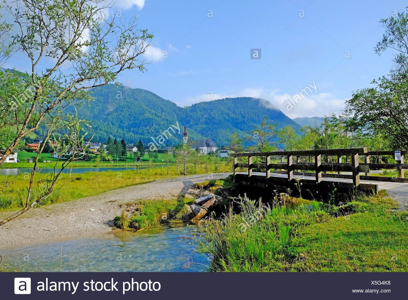 Morgen-Stimmung in der Berg-See-Pillersee mit St. Ulrich Kirche im ...
