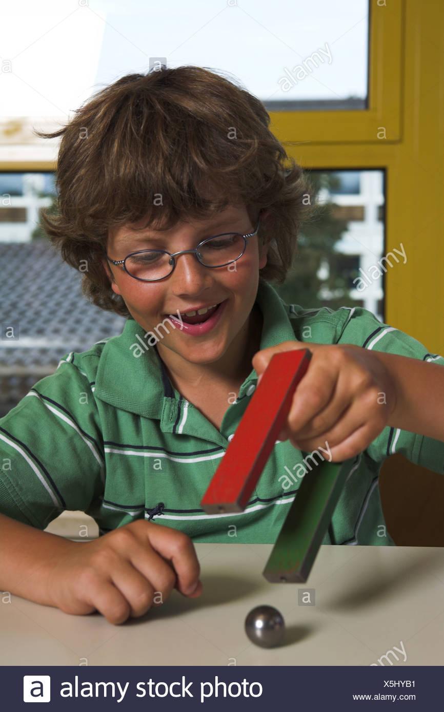School Experiment Magnet Stockfotos & School Experiment Magnet ...