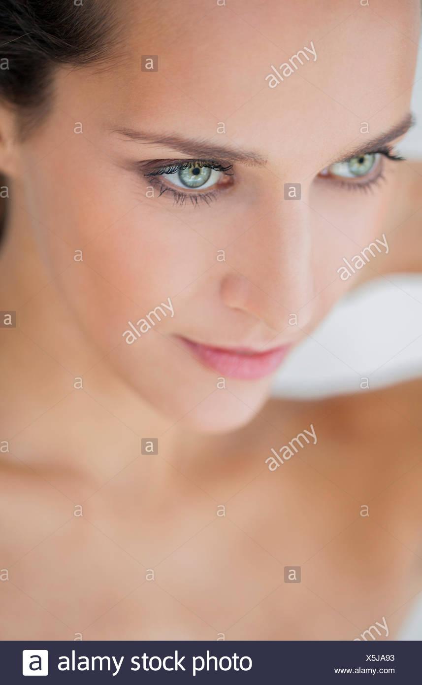 Nahaufnahme einer schönen Frau posiert Stockbild