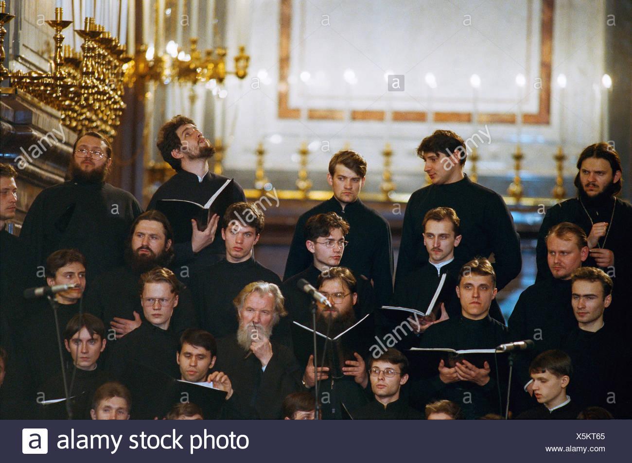 Russland, Moskau, Kirchenchor, Männer, singen, keine Modell-Freigabe-Pfarrkirche, Mönche, orthodoxen, glauben, Religion, Kirchenchor, Musik, musikalisch, Song, Kaseln, innen Stockbild