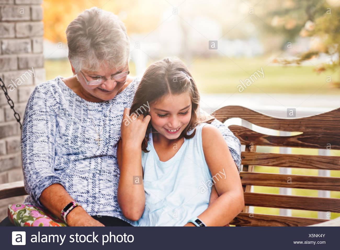 gro mutter und enkeltochter sitzen auf der veranda schaukel lachen stockfoto bild 278915195. Black Bedroom Furniture Sets. Home Design Ideas