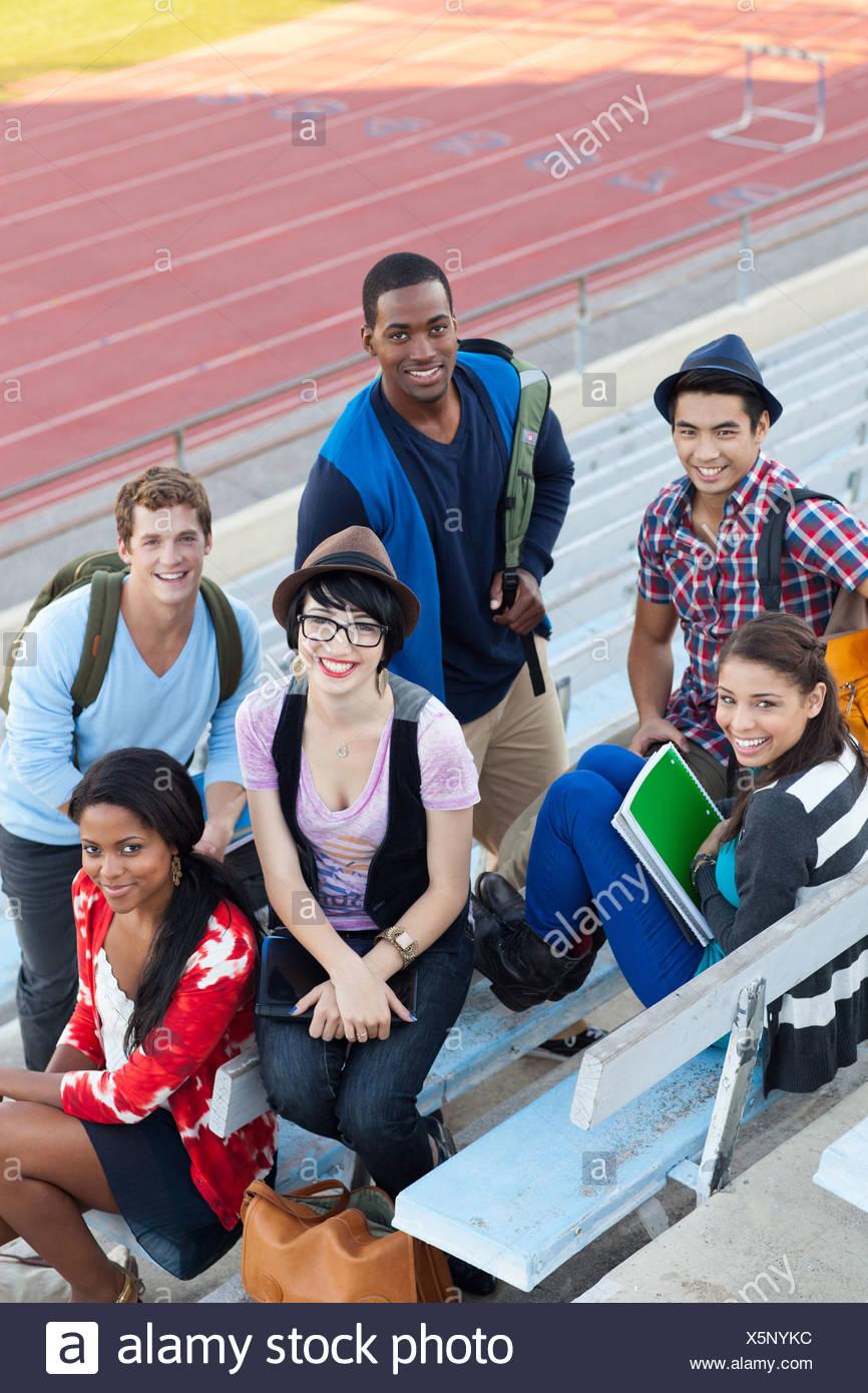 Studenten auf Tribüne Stockbild