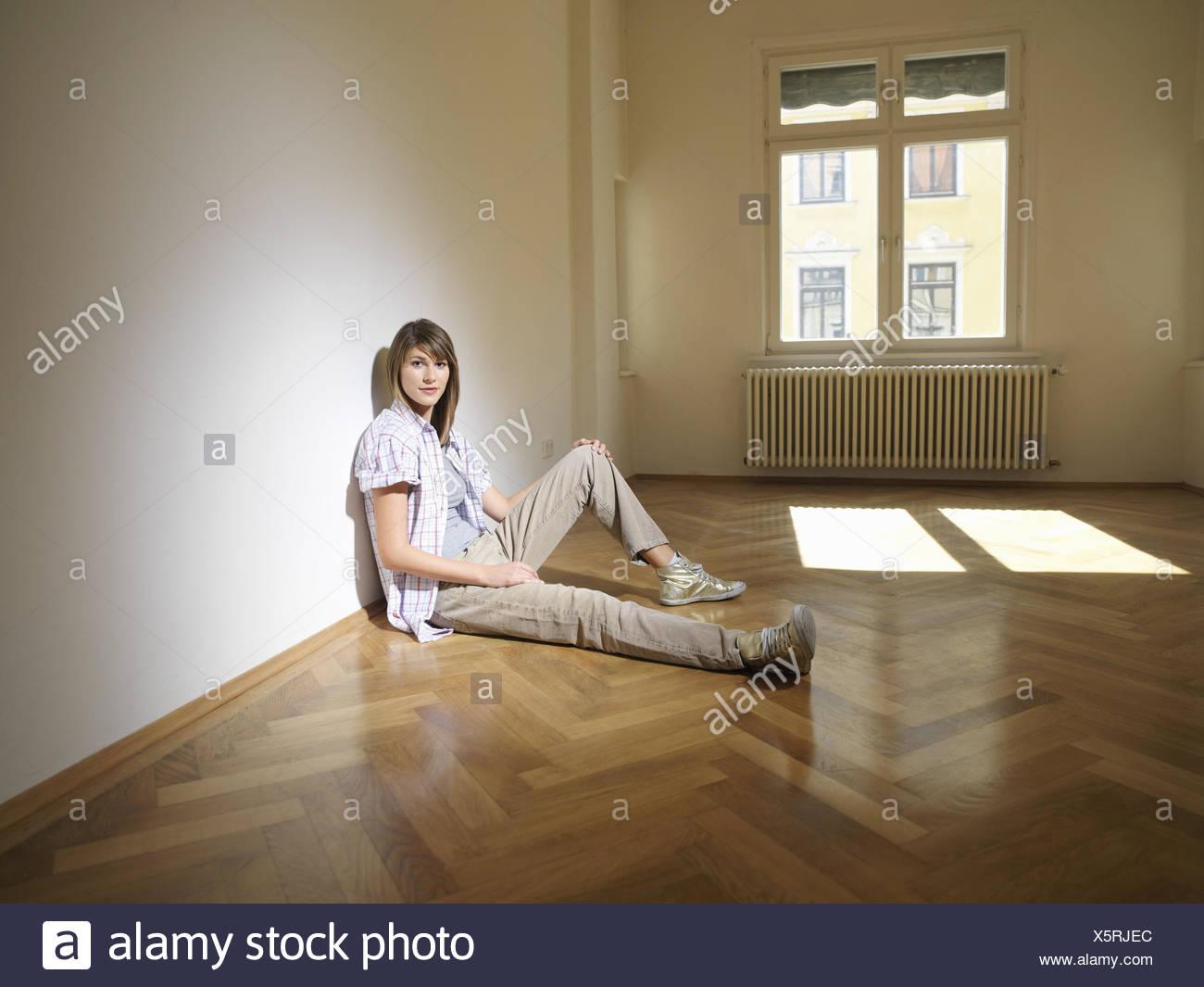Zimmer Sit Leer Frau Junge Etage Wohnung Zimmer Prozession