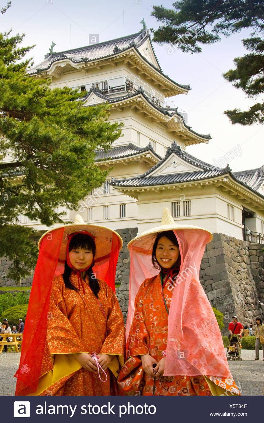 Japan Asia Odawara Schloss Burg Festival Frauen traditionell Tracht Hut Schleier Stockbild