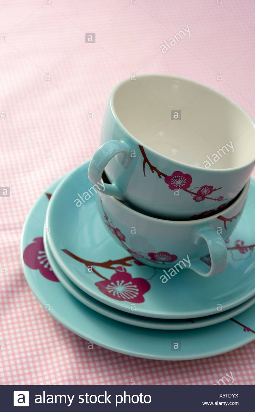 tea cups and flowers stockfotos tea cups and flowers bilder alamy. Black Bedroom Furniture Sets. Home Design Ideas