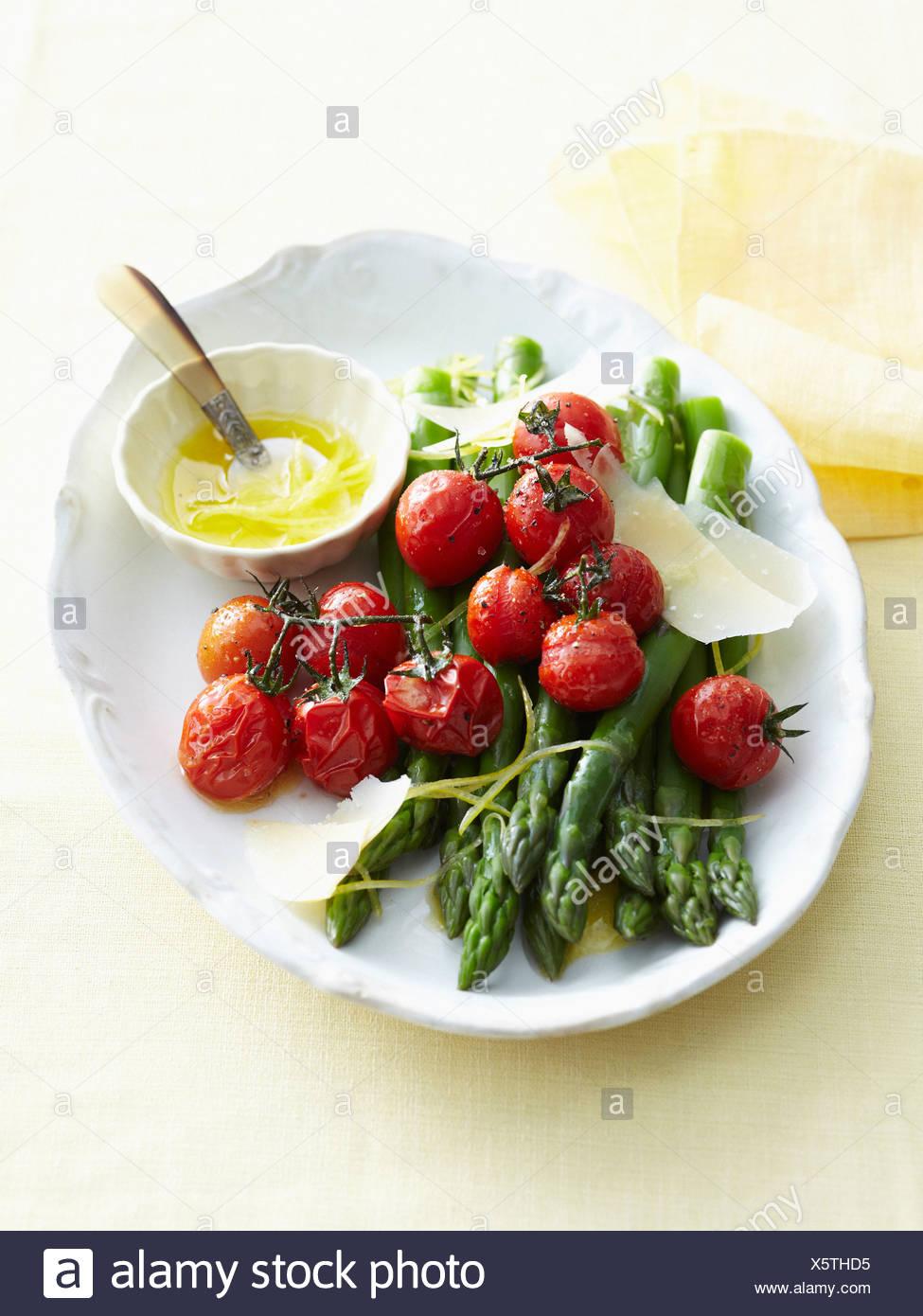 Teller mit gebratenem Gemüse und butter Stockfoto