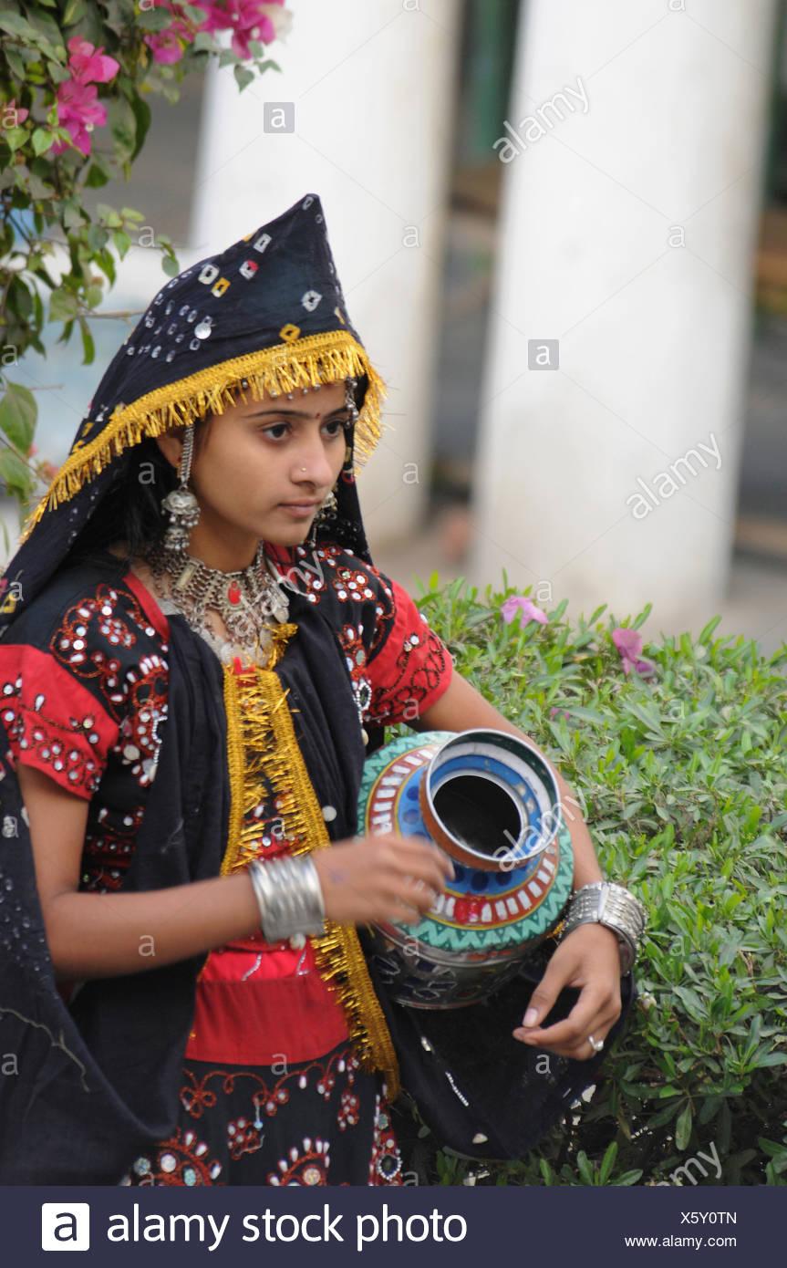 Teenager-Mädchen in Tracht, Indien Stockbild