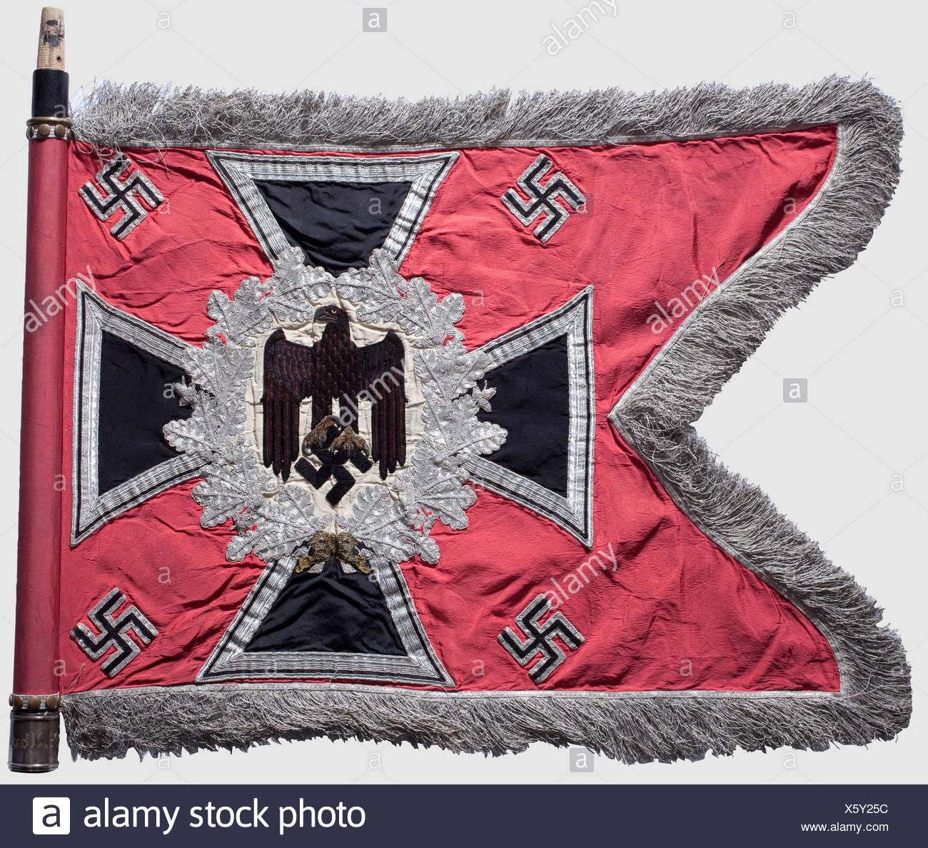 Ein Standard für die Panzerabwehr Abteilung 8, rosafarbenen Seide ...