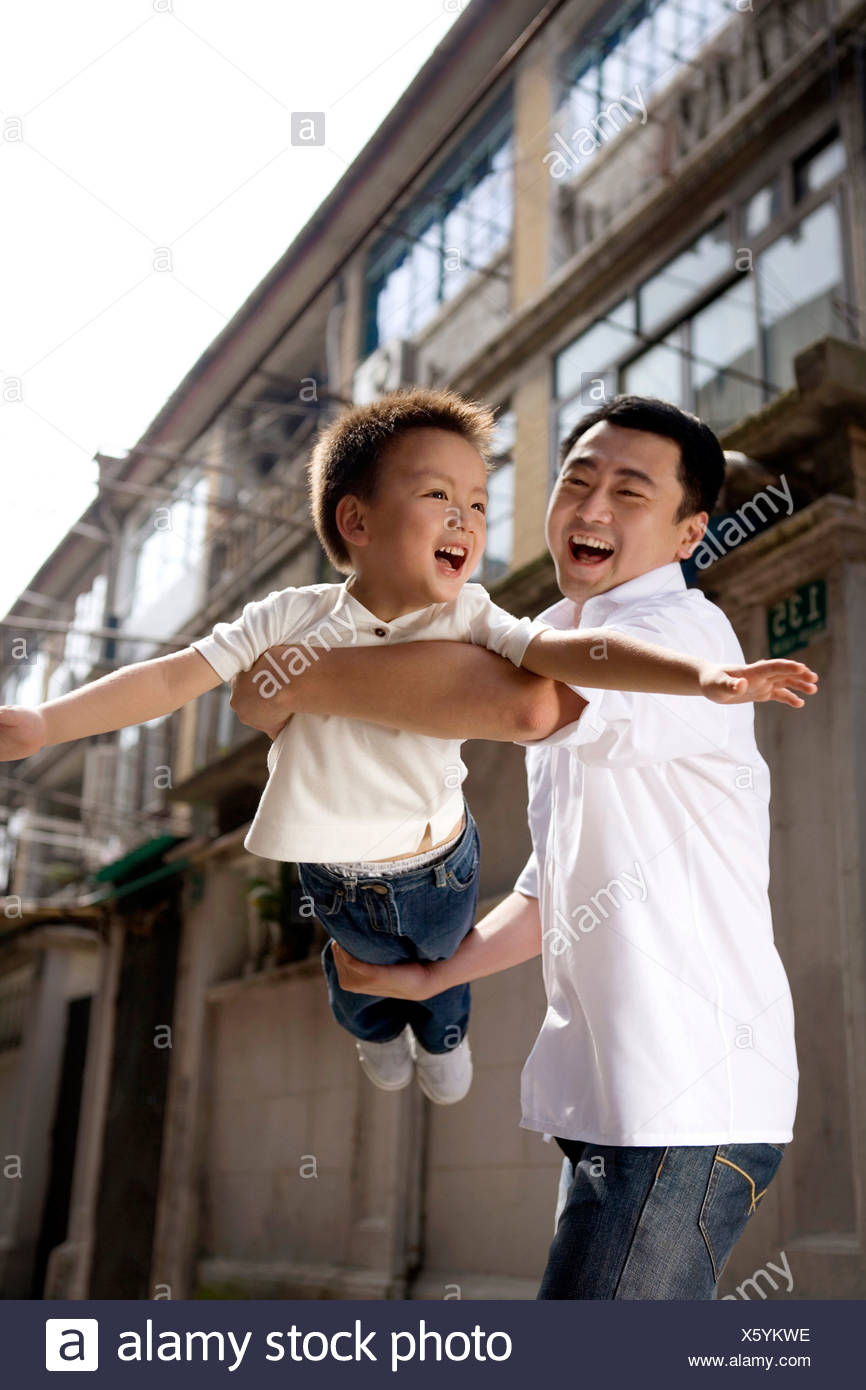 Ein Vater und Sohn moment Stockbild