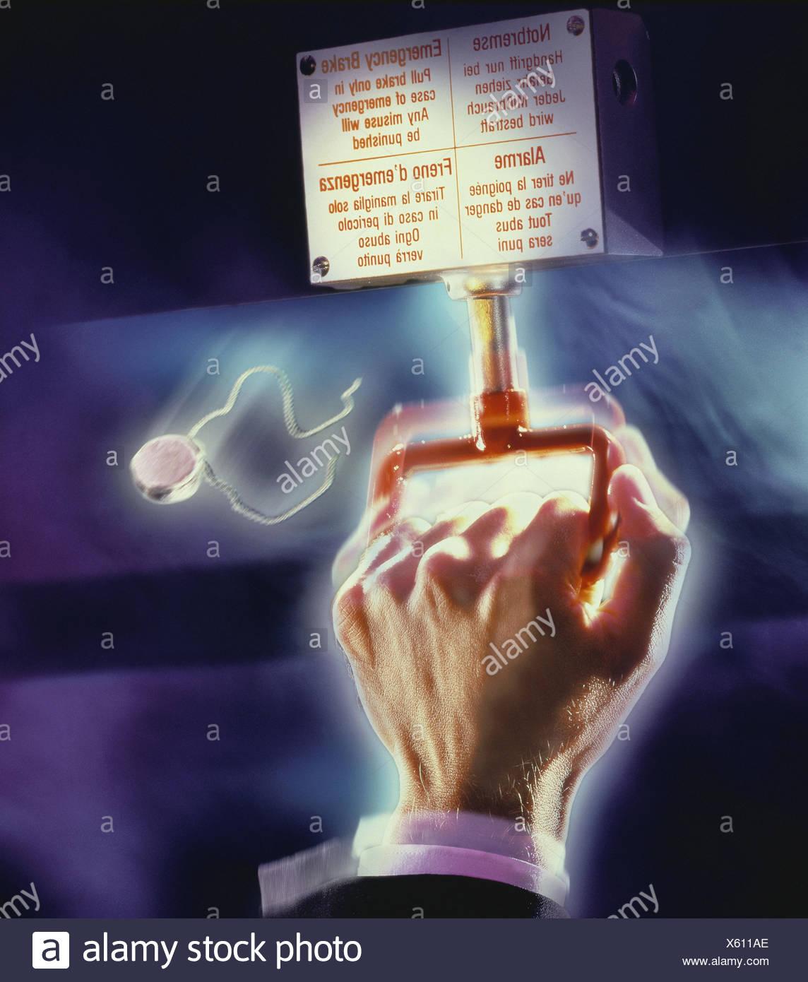 Mann, Detail, Hand, eklatante foul ziehen, füllen, [M], Mann's hand, Bremse, Notstromversorgung füllen, backup-Dichtungen, manövrieren, drücken, stoppen, Bremsen, stoppt, Gefahr, Gefahr Lage, Gefahr, Zug, Mittel Transport, öffentlich, motion, Nahaufnahme, innen Stockbild