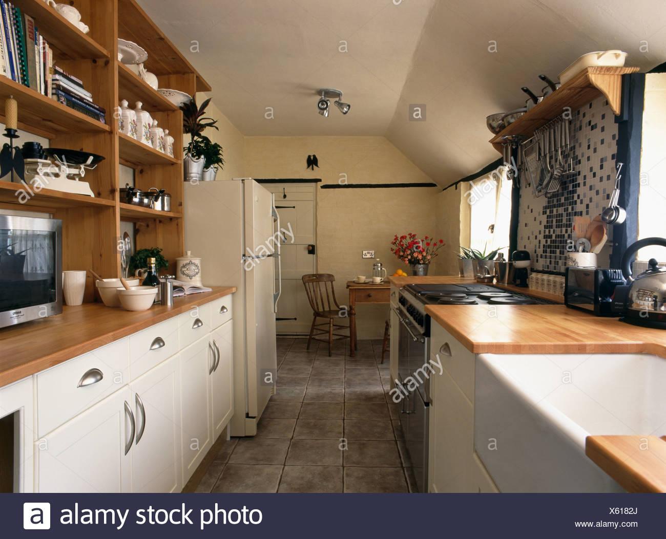 Belfast in traditionellen Pantry-Küche mit Creme montierten ...