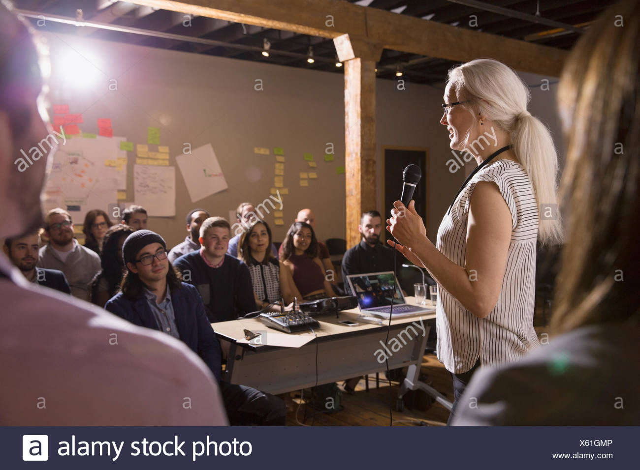Audience stockfotos audience bilder alamy - Durch wande horen app ...