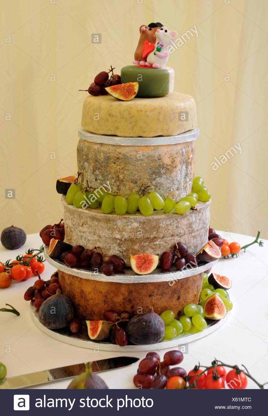 Eine Hochzeitstorte Von Kase Mit Obst Stockfoto Bild 279092140 Alamy