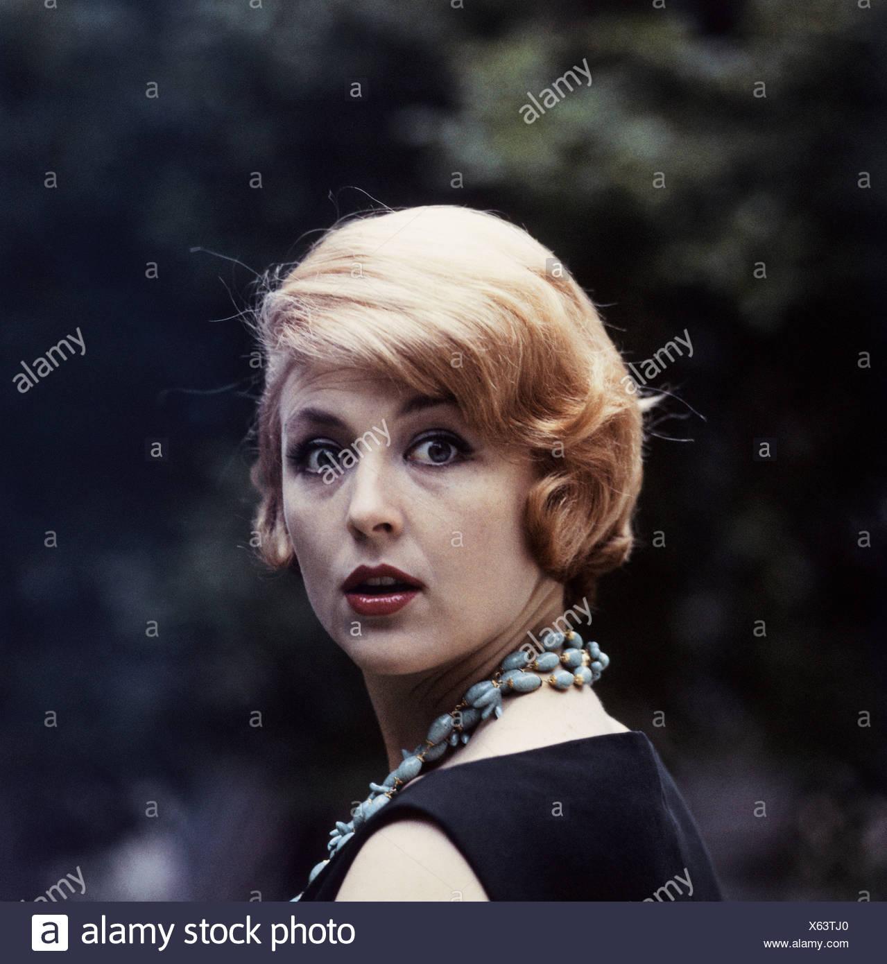Mode 60er Jahre Frisur Frau Mit Blonden Haaren Portrat