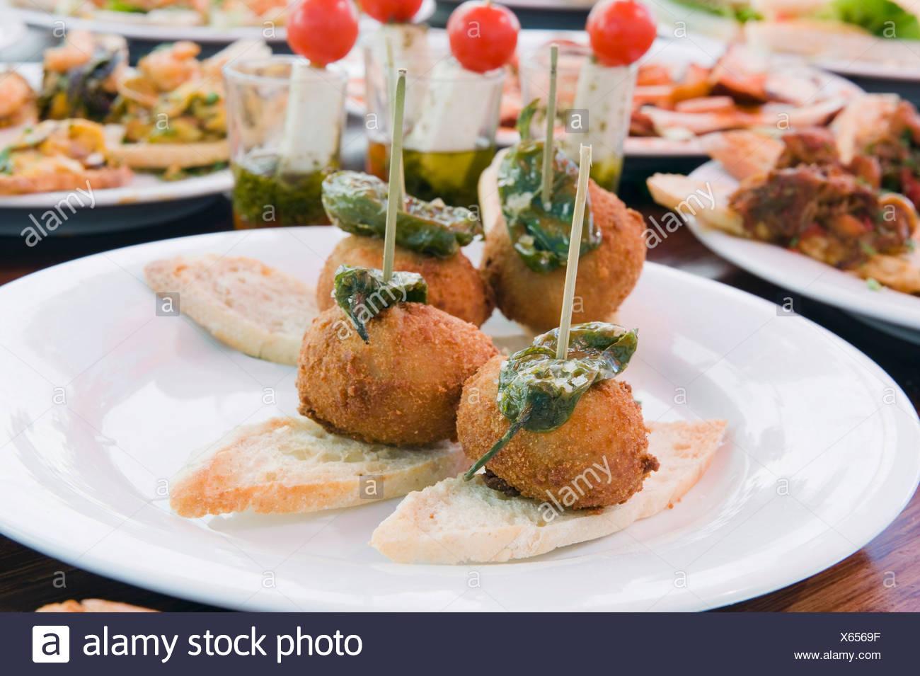 Tapas, spanische Küche, Teguise, Lanzarote, Kanarische Inseln, Spanien, Europa Stockbild