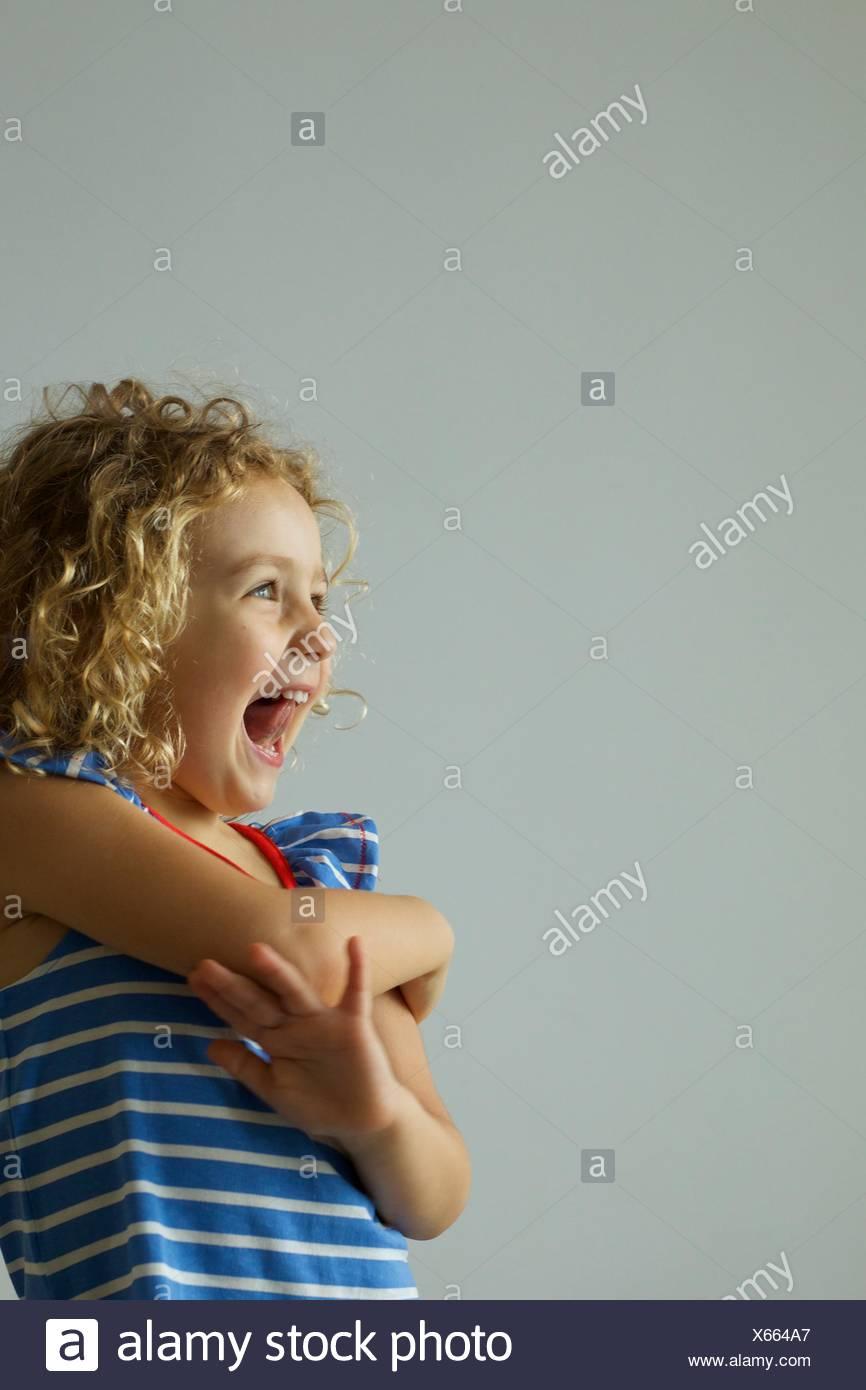 Porträt von einem glücklichen Mädchen Lachen Stockbild