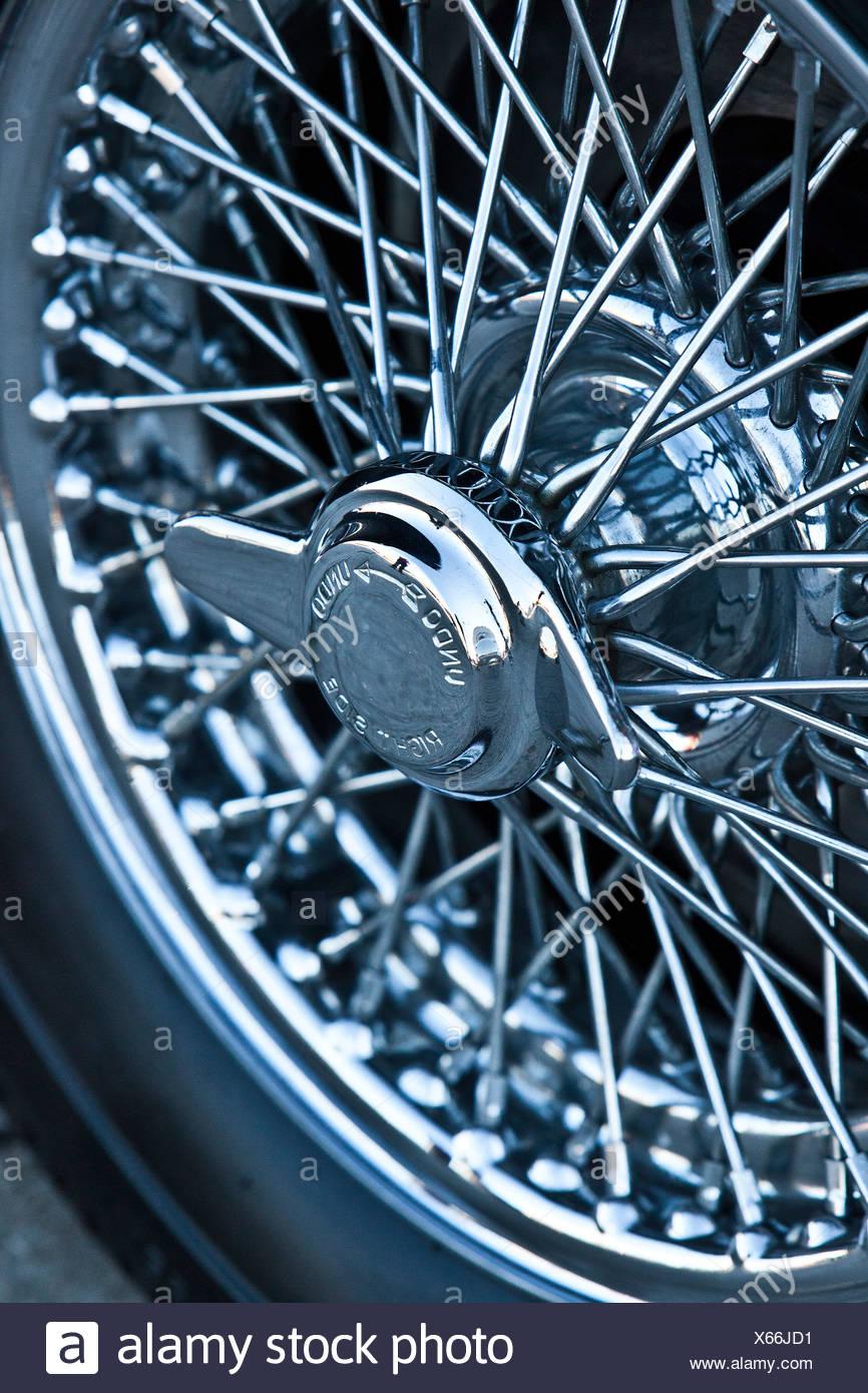 Reifen auf Aston Martin DB5, James Bond Oldtimer Stockbild