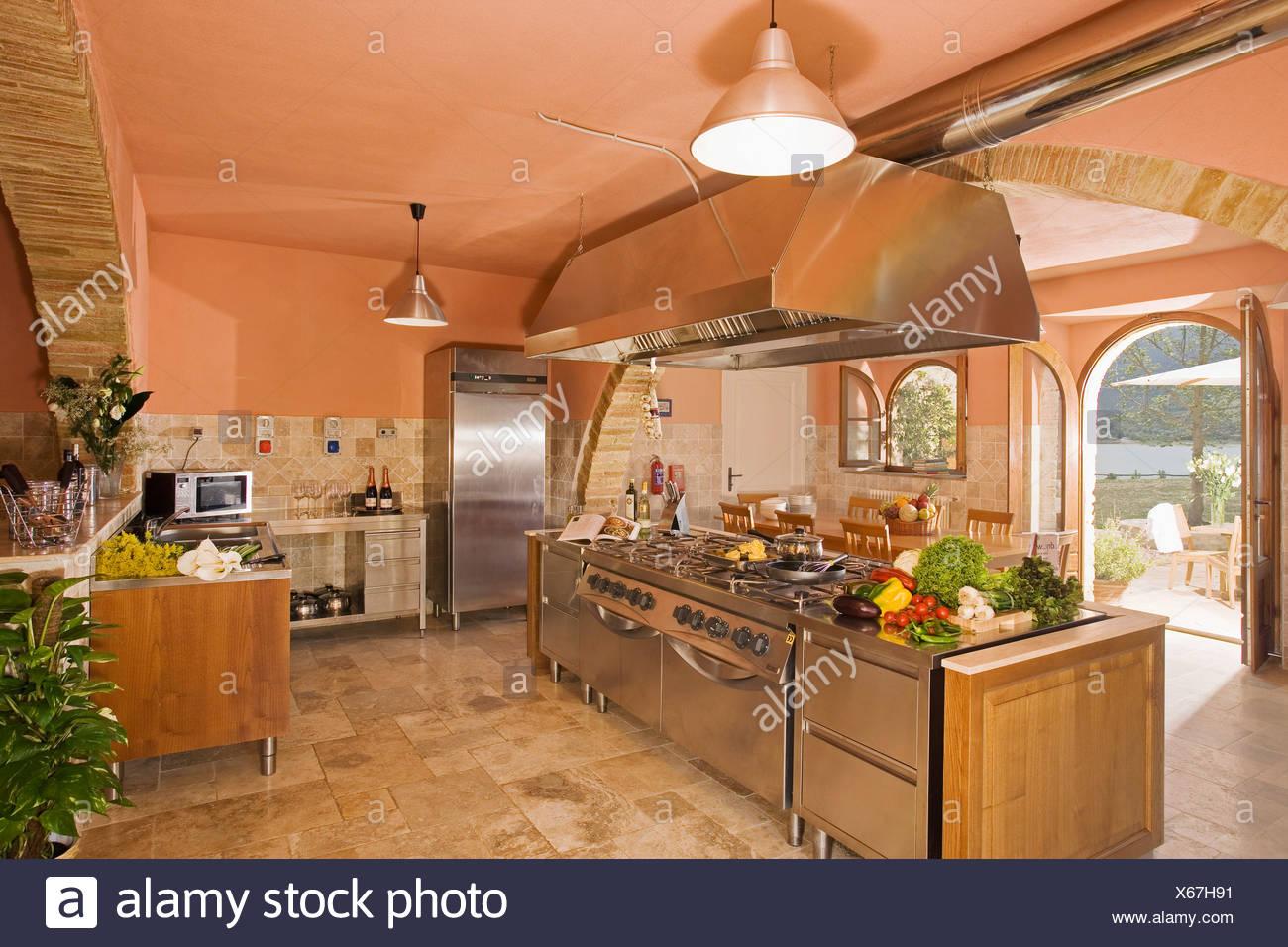 Country Interiors Kitchens Stockfotos & Country Interiors Kitchens ...
